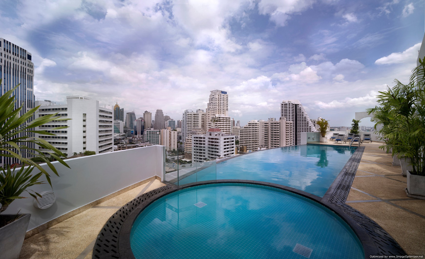 Shama-Sukhumvit-Bangkok---Rooftop-pool-with-kids-pool