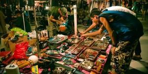 ตลาดนกฮูก (ตลาดเลี่ยงเมืองนนท์) หลังเซ็นทรัลรัตนาธิเบศร์